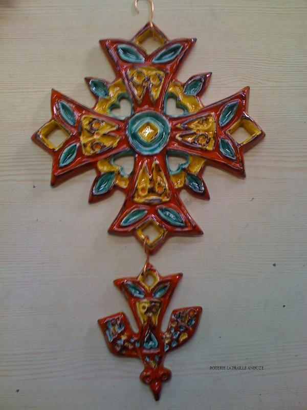 Croix huguenote décorée  (POTERIE la DRAILLE)