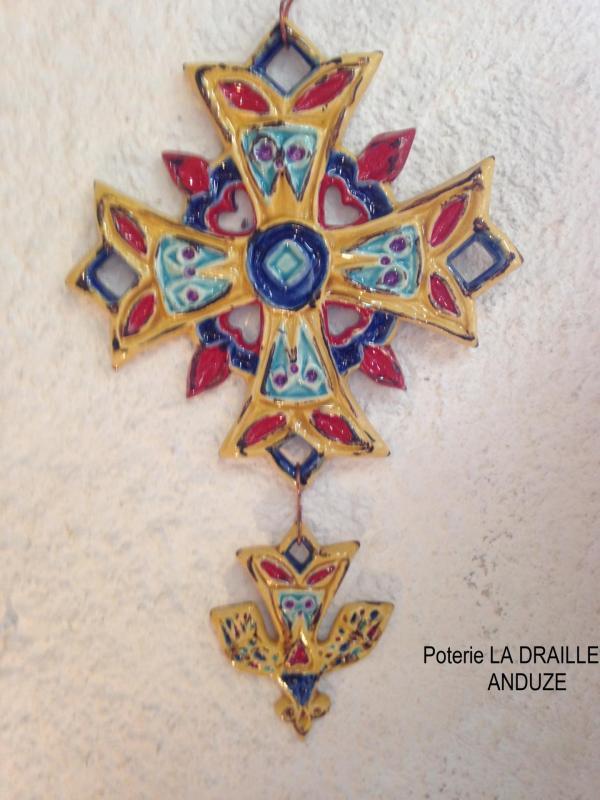 Croix huguenote décorée