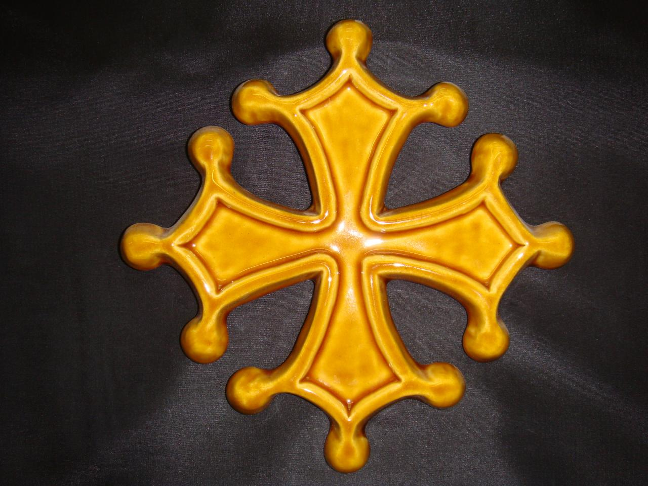Croix Occitane en terre création poterie La Draille