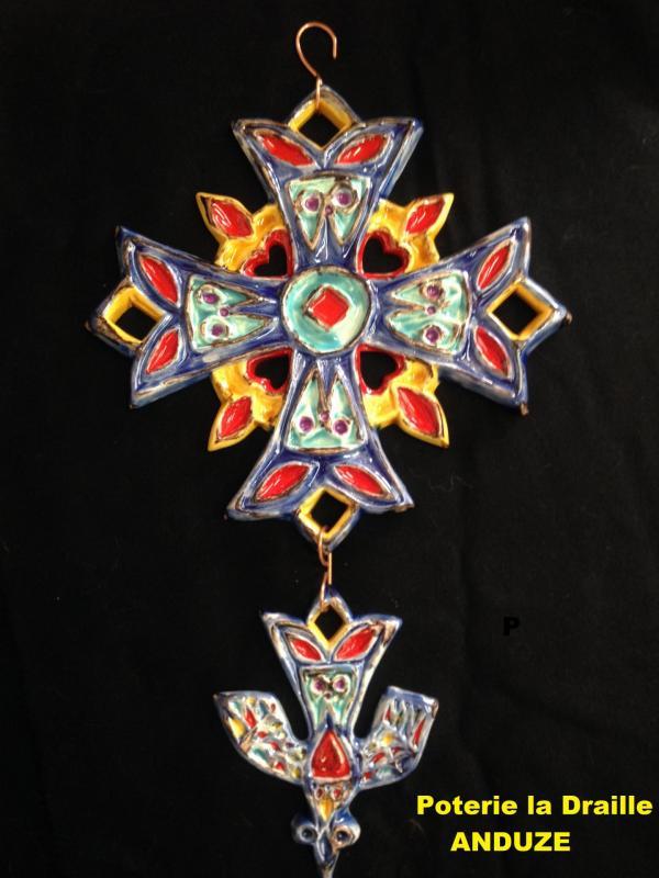 Img 4489 jpg croix huguenote décorée bleu, rouge, jaune